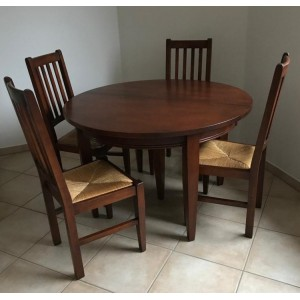 Mahagóni fa asztal 4 székkel