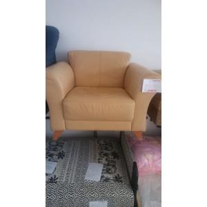 Vajszínű fotel