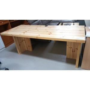 Nagy méretű IKEA íróasztal