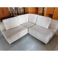 Velúr hatású ,bézs színű kis sarok kanapé
