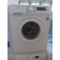 AEG márkájú elöltöltős digitális kijelzős mosógép.