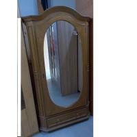 Nagyon szép,egy ajtós szekrény,ovális tükörrel