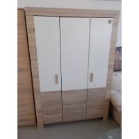 3 ajtós újszerű állapotú szekrény