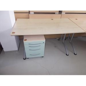 Íróasztal fém lábakkal