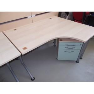 Sarok íróasztal fém lábakkal