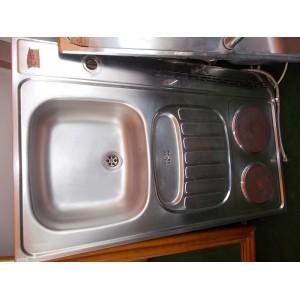 Rozsdamentes mosogatótálca beépített rezsóval