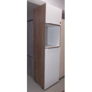 Modern színvilágú kamra álló szekrény
