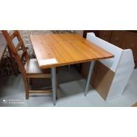 Kis méretű, fix étkezőasztal