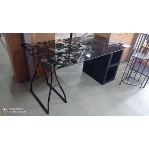 Üveglapos asztal