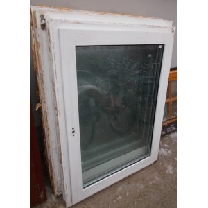 Bontott műanyag bukó-nyíló ablak