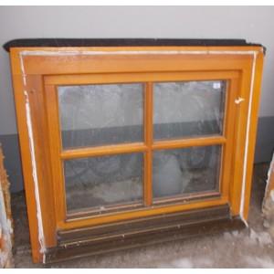 Kis méretű bontott fa bukó-nyíló ablak(82x70)