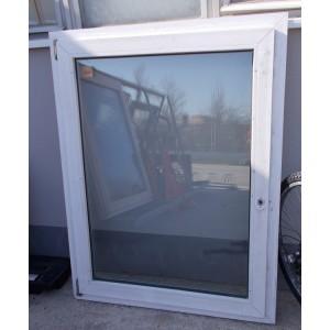 Bontott műanyag ablak(110x143)
