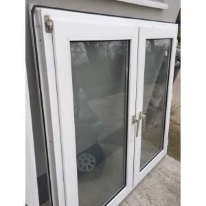 Műanyag 2 szárú ablak(146x135)