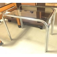 Fémvázas üveglapos asztalka