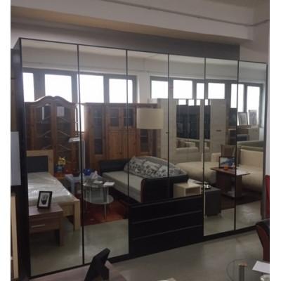 Nagy méretű 6 ajtós, tükrös gardróbszekrény