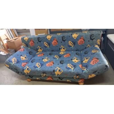Újrakárpitozott kanapé