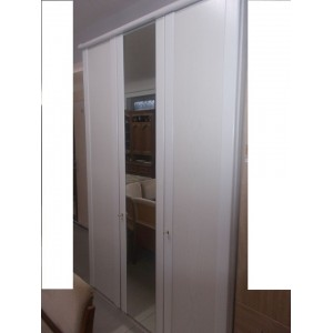 Fehér festett fa frontos,tükrös gardrób