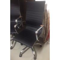 Fekete műbőr forgós karfás szék