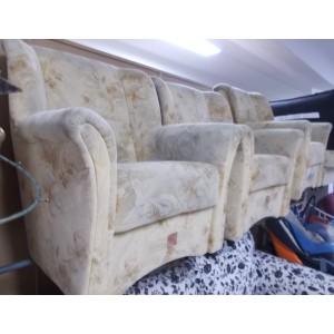 Gurulós karfás fotel