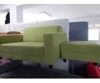 Zöld kanapé puffal