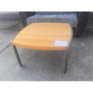 Dohányzó asztal bükk színben