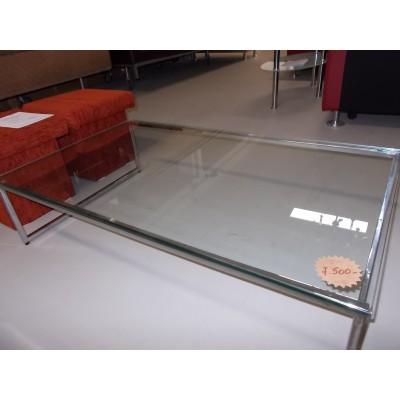 Alacsony üveg dohányzóasztal