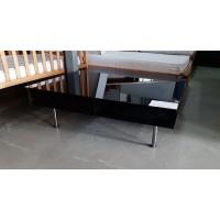 Magasfényű fekete dohányzóasztal
