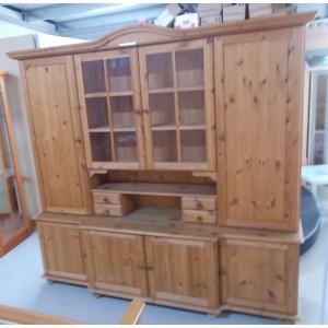 Fenyőfából készült vitrines szekrény